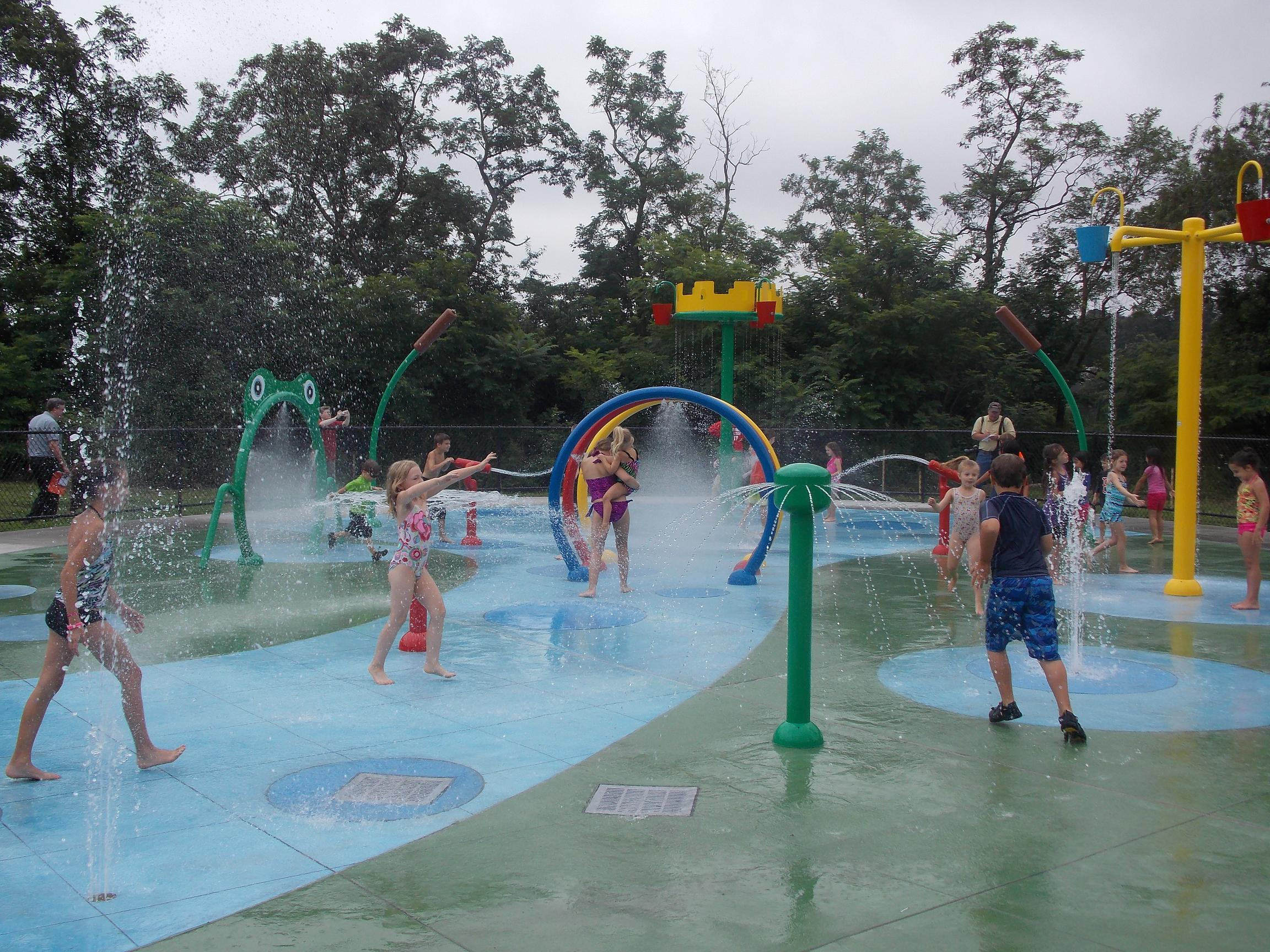 children's water play equipment, Water play structures, spray park equipment